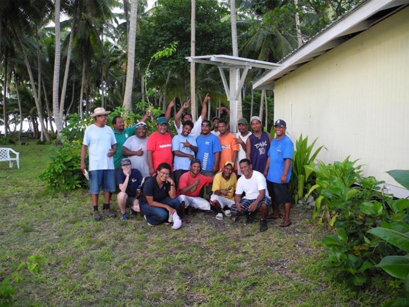 Restar a installé 3 000 systèmes domestiques hors réseau aux Îles Marshall, en juillet 2012.