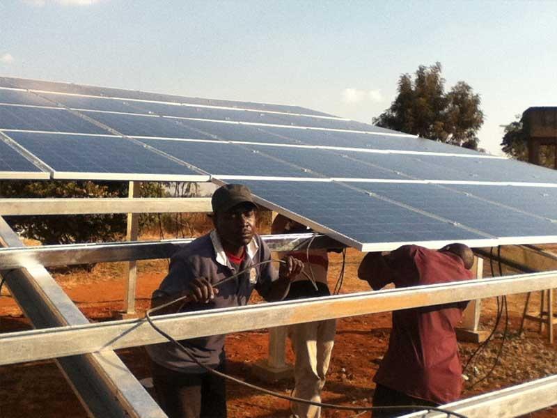 Projet solaire hors sol Restar 100KWp au Mozambique, août 2012.