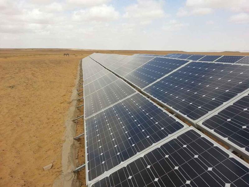 Centrale solaire au sol Restar 78KW à Alexandrie, Égypte, mai 2015.